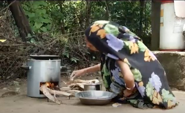 Easy-to-Use Smokeless Chulha Clean Cook Stove FireWood Angithi